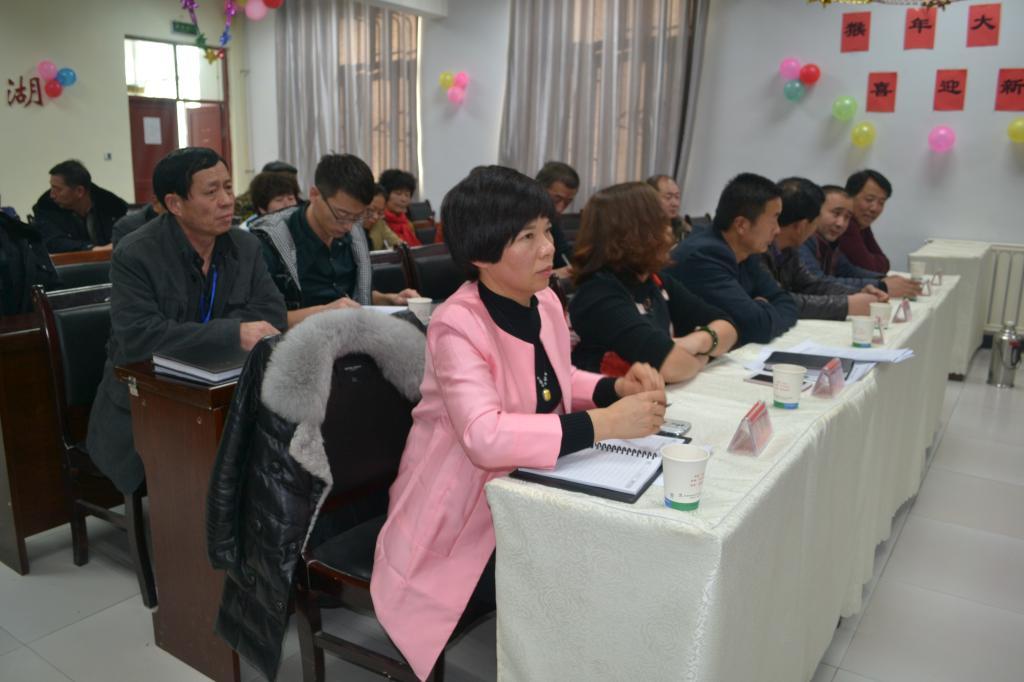 标语及农村党员现代远程教育系统进行学习