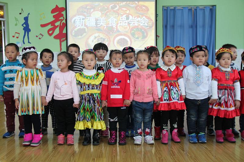 """淖毛湖镇中心幼儿园""""新疆美食品尝会""""简讯"""